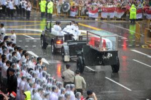 100,000 people came in the rain to bid LKY goodbye